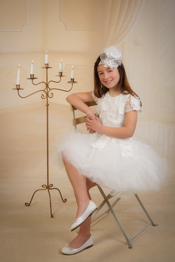 fotografia de estúdio menina de comunhão velas