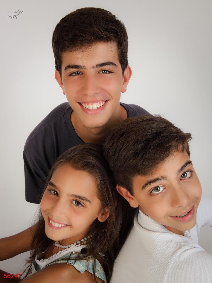 fotografia de estúdio três irmãos