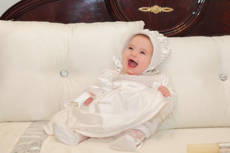 Bebe de Baptizado a rir muito - Lourosa