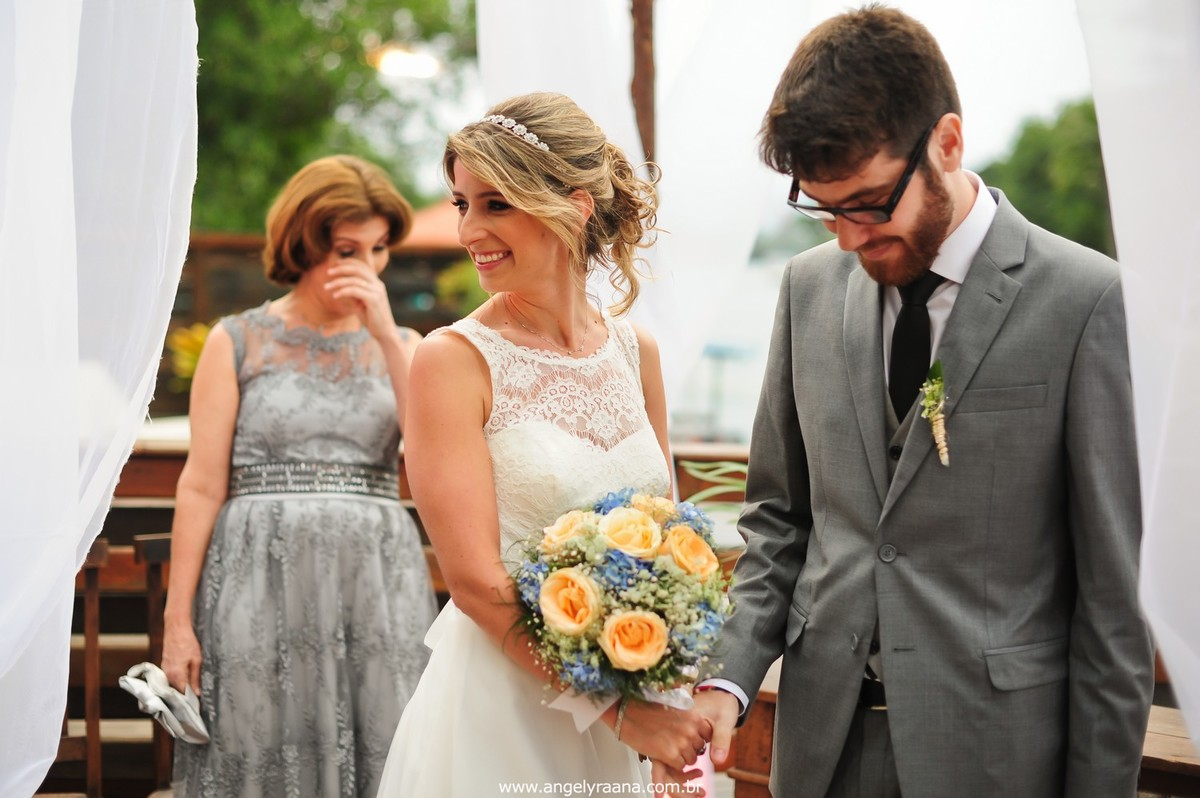 fotografia do casamento de dia para o casamento folk no fim da tarde na Ilha da Gigoia na Barra da Tijuca RJ com fotojornalismo de casamento