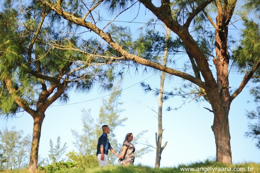 ensaio pre wedding realizado na praia de Maricá no fim de tarde