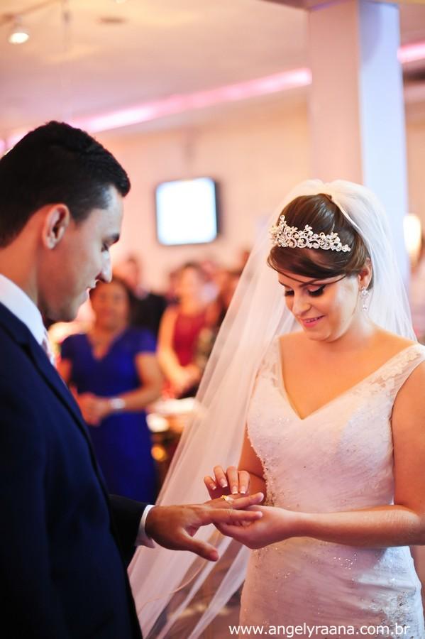troca de aliança na cerimônia de casamento realizado no espaço de festa 1001 em São Gonçalo
