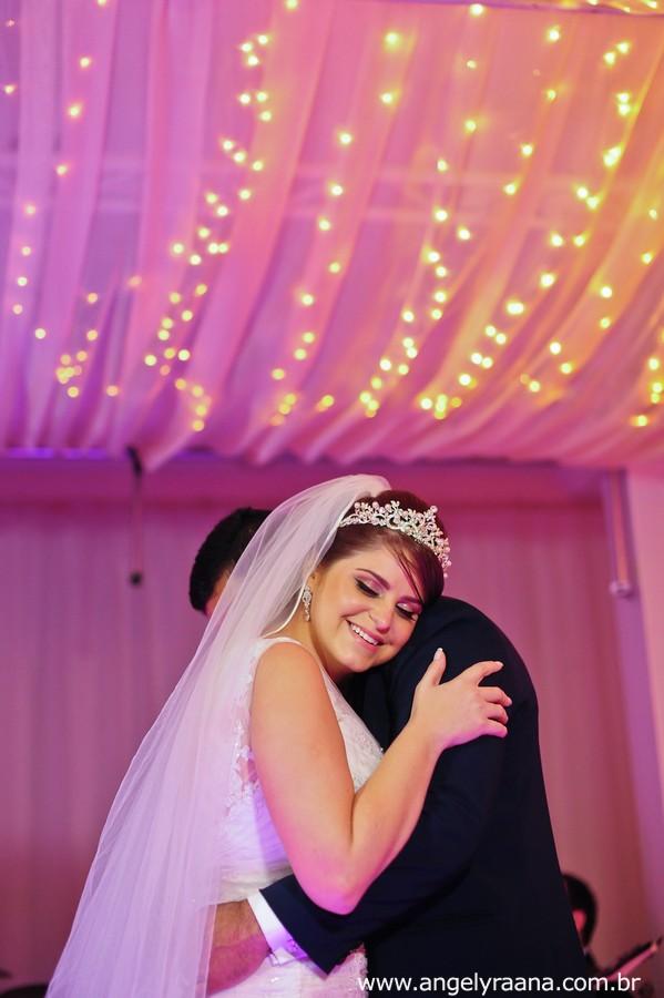 Sessão fotográfica dos noivos de casamento realizado no espaço de festa 1001 em São Gonçalo