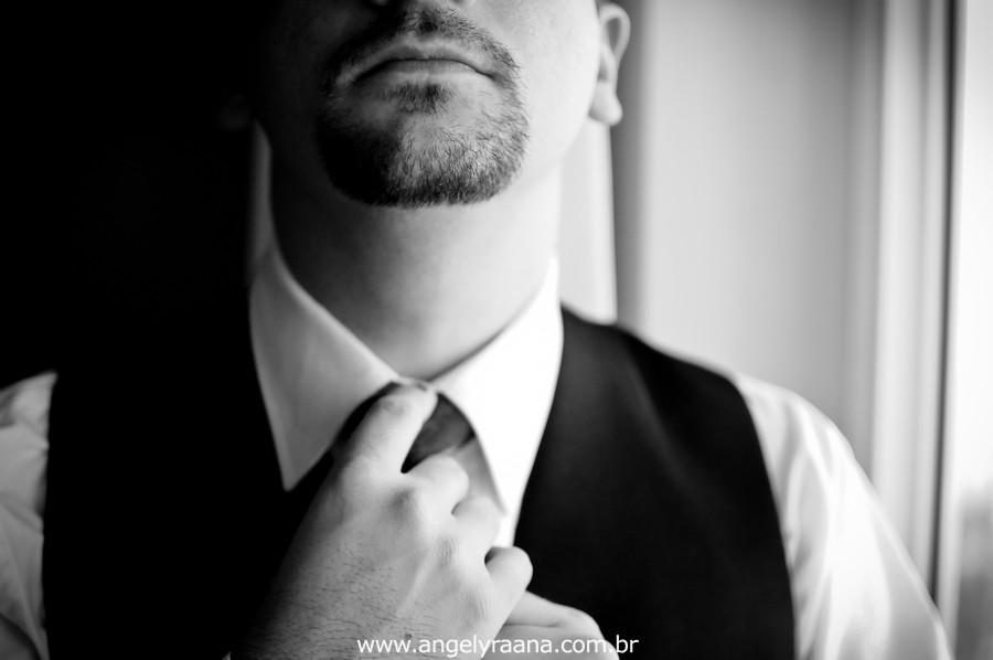 fotografia num estilo natural fotojornalismo do making off do noivo na gravata produzido na casa de festas Villa Cabral no Alto da Boa Vista que aconteceu no fim da tarde