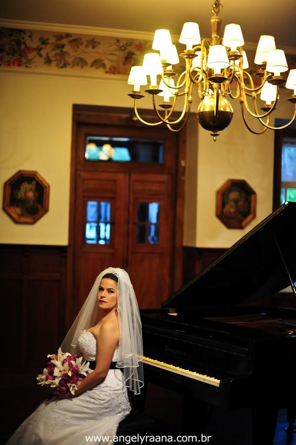 fotografia num estilo natural fotojornalismo da maquiagem no making off da noiva  produzido na casa de festas Villa Cabral no Alto da Boa Vista que aconteceu no fim da tarde