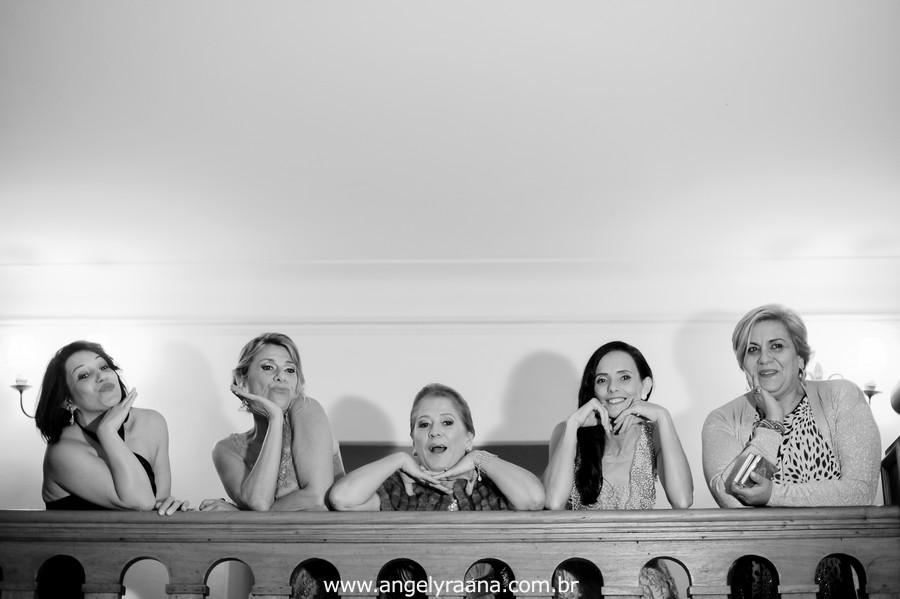 fotografia  estilo natural fotojornalismo da festa com todos os padrinhos produzido na casa de festas Villa Cabral no Alto da Boa Vista que aconteceu no fim da tarde