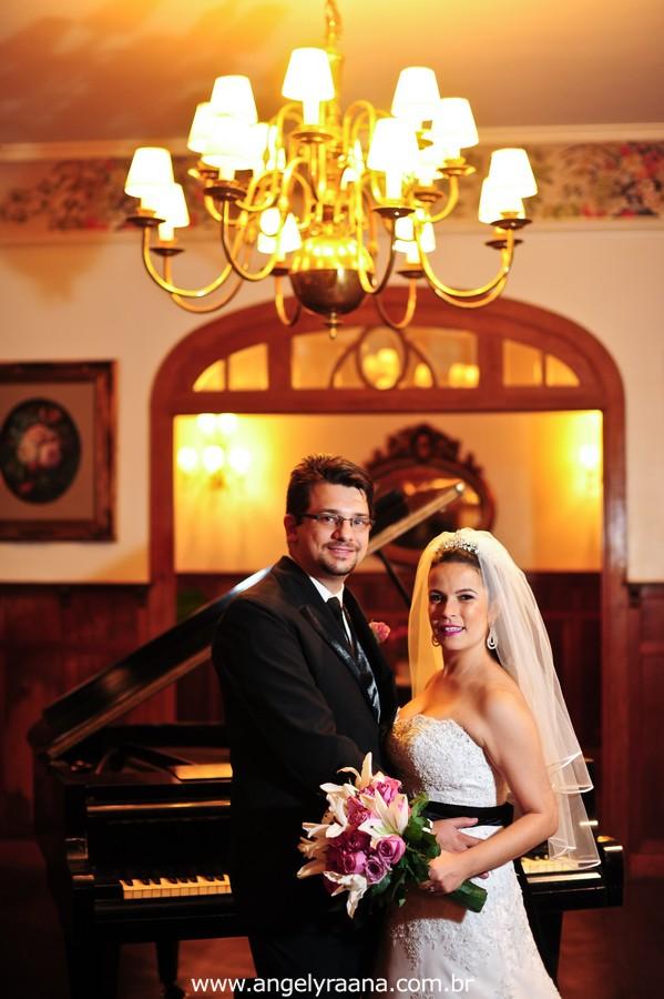 fotografia  estilo natural fotojornalismo dos noivos na festa  produzido na casa de festas Villa Cabral no Alto da Boa Vista que aconteceu no fim da tarde