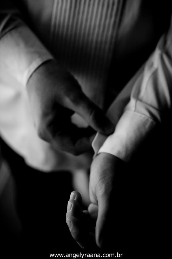 fotografia num estilo natural fotojornalismo do making off do noivo na abotoadura produzido na casa de festas Villa Cabral no Alto da Boa Vista que aconteceu no fim da tarde
