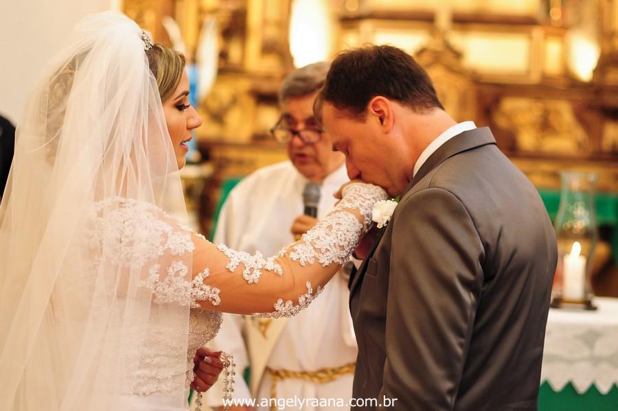 Cerimônia de casamento realizada na Capela Imperial Imaculada Conceição – Ilha do Governador, com estilo fotojornalismo no momento do depoimento