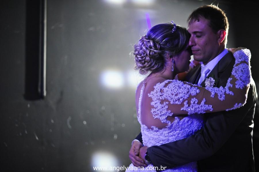 fotografias espontaneas de de noivos na pista de dança da casa de festas greenhouse buffet