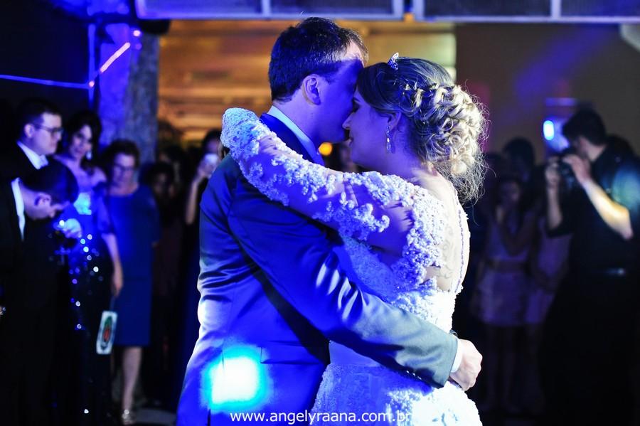 fotografias espontaneas de de noivos na pista de dança da casa de festas greenhouse buffet na Ilha do Governador