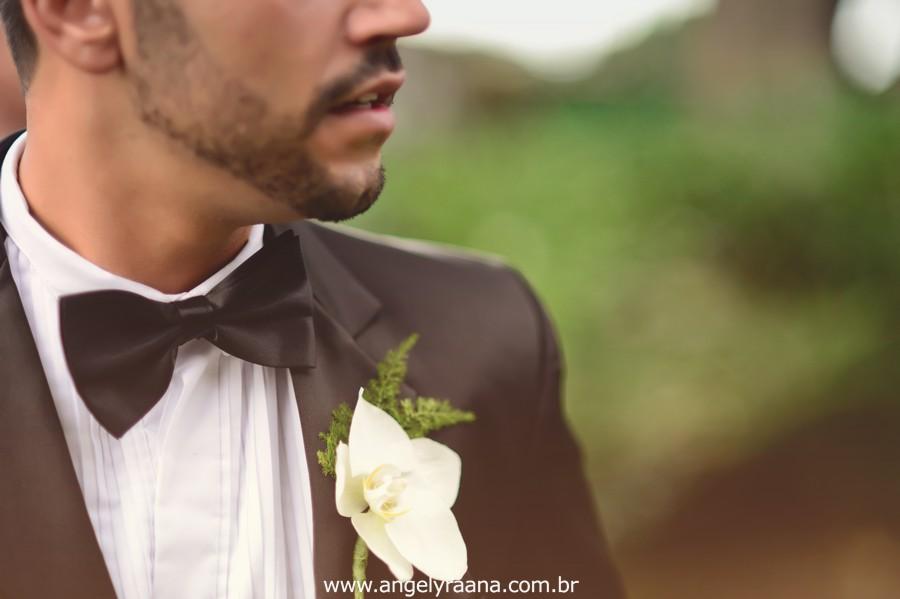 noivo no jardins do chalé em são gonçalo do casamento estilo diy folk de dia da vivan e thiago