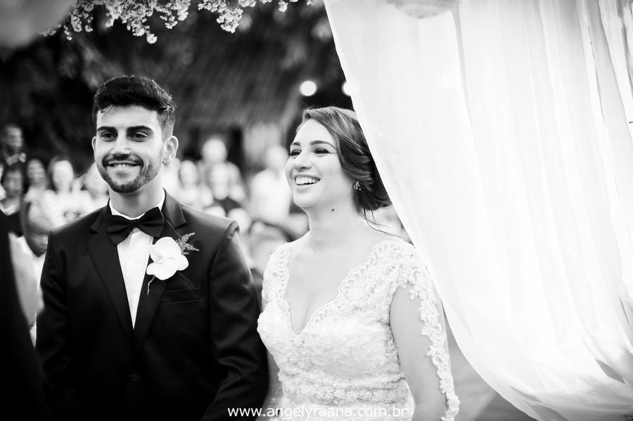 cerimônia de casamento no jardins do chalé em são gonçalo do casamento estilo diy folk de dia da vivan e thiago com fotojornalismo