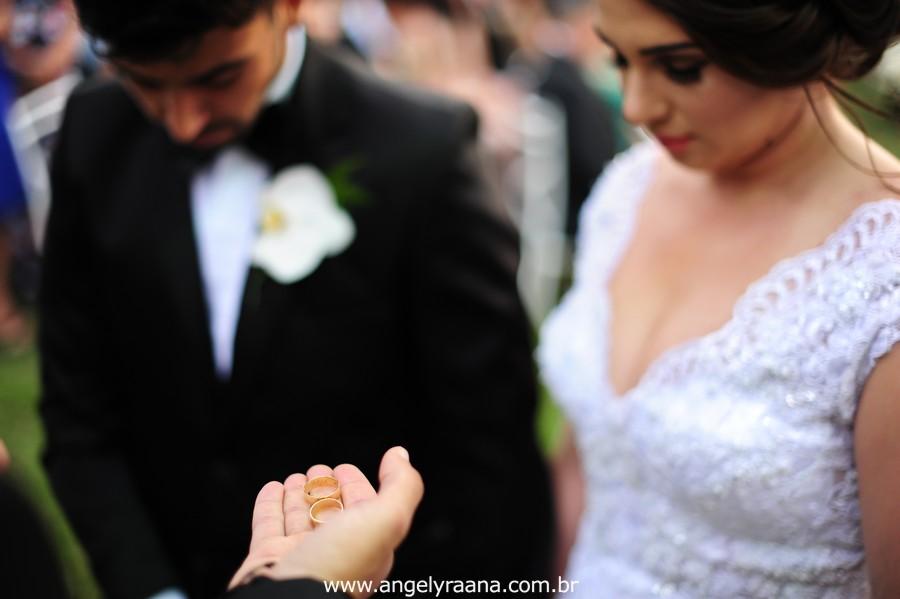 cerimônia de casamento no jardins do chalé em são gonçalo do casamento estilo diy folk de dia da vivan e thiago