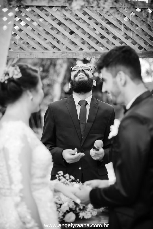 cerimônia de casamento votos no jardins do chalé em são gonçalo do casamento estilo diy folk de dia da vivan e thiago