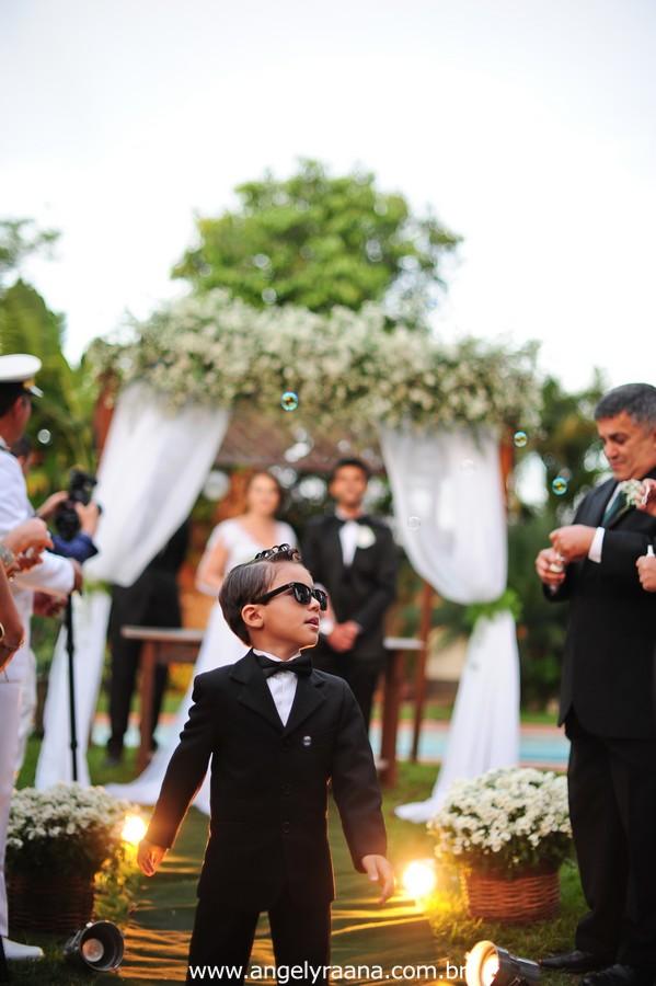 cerimônia de casamento e pagem no jardins do chalé em são gonçalo do casamento estilo diy folk de dia da vivan e thiago