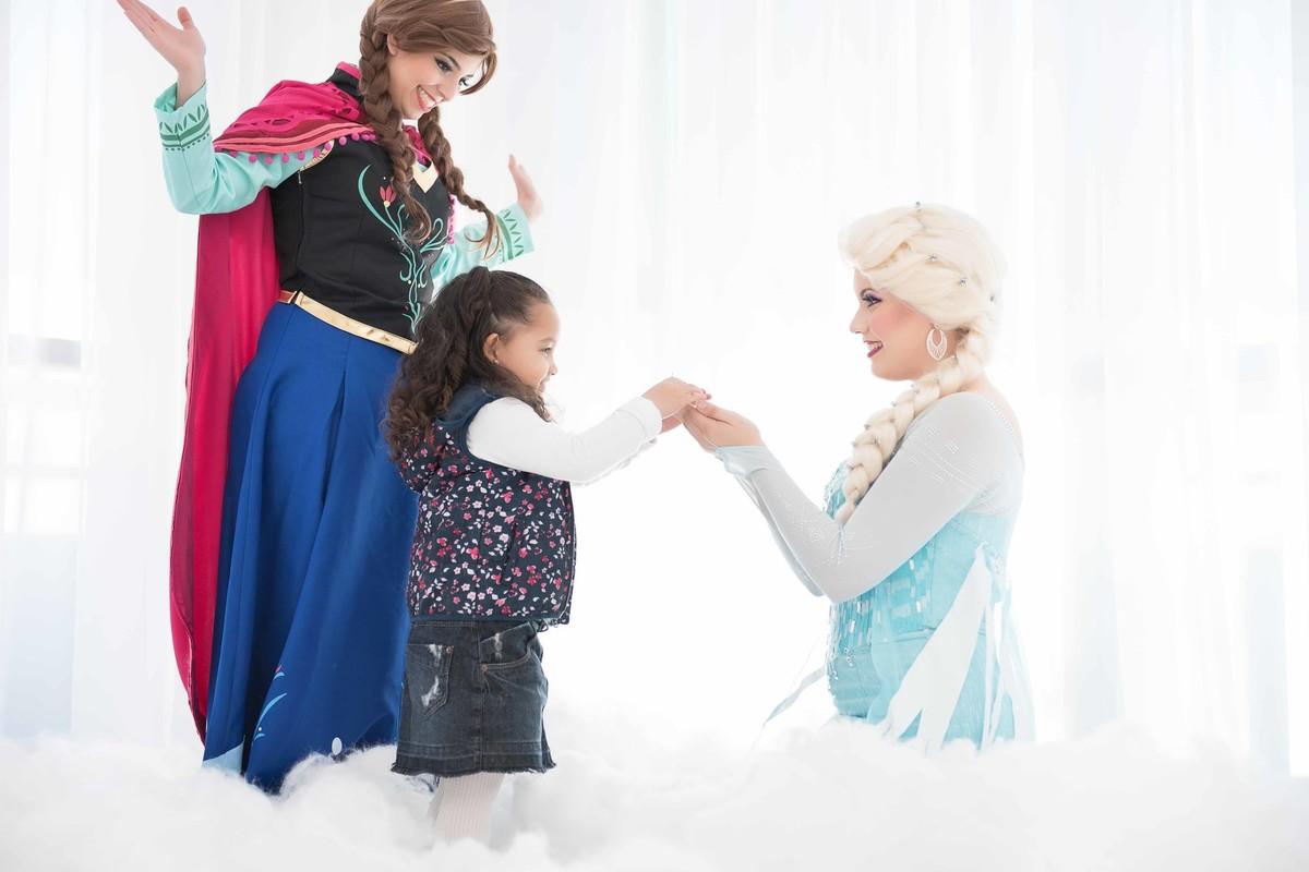 Ensaio fotográfico princesas - elsa e ana - Estúdio - neve - nuvem