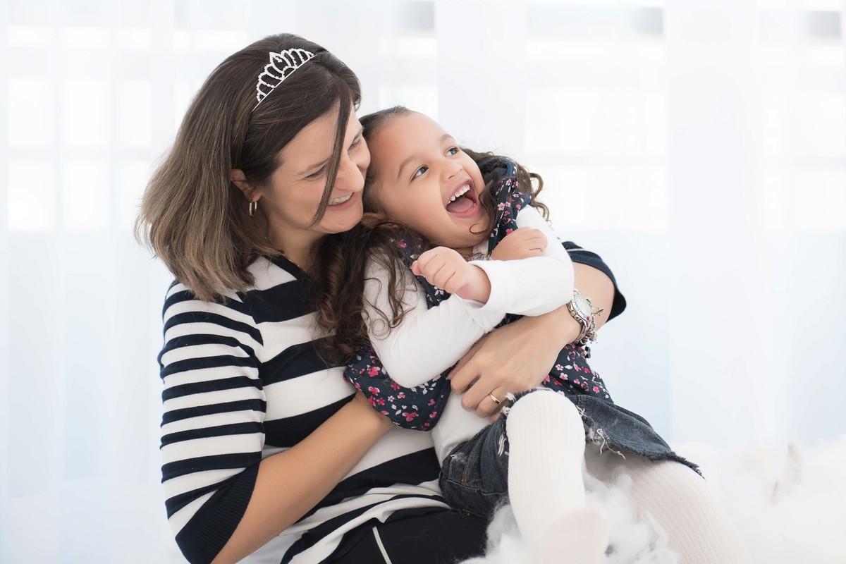 Ensaio fotográfico princesas - elsa e ana - Estúdio - neve - nuvem - risada