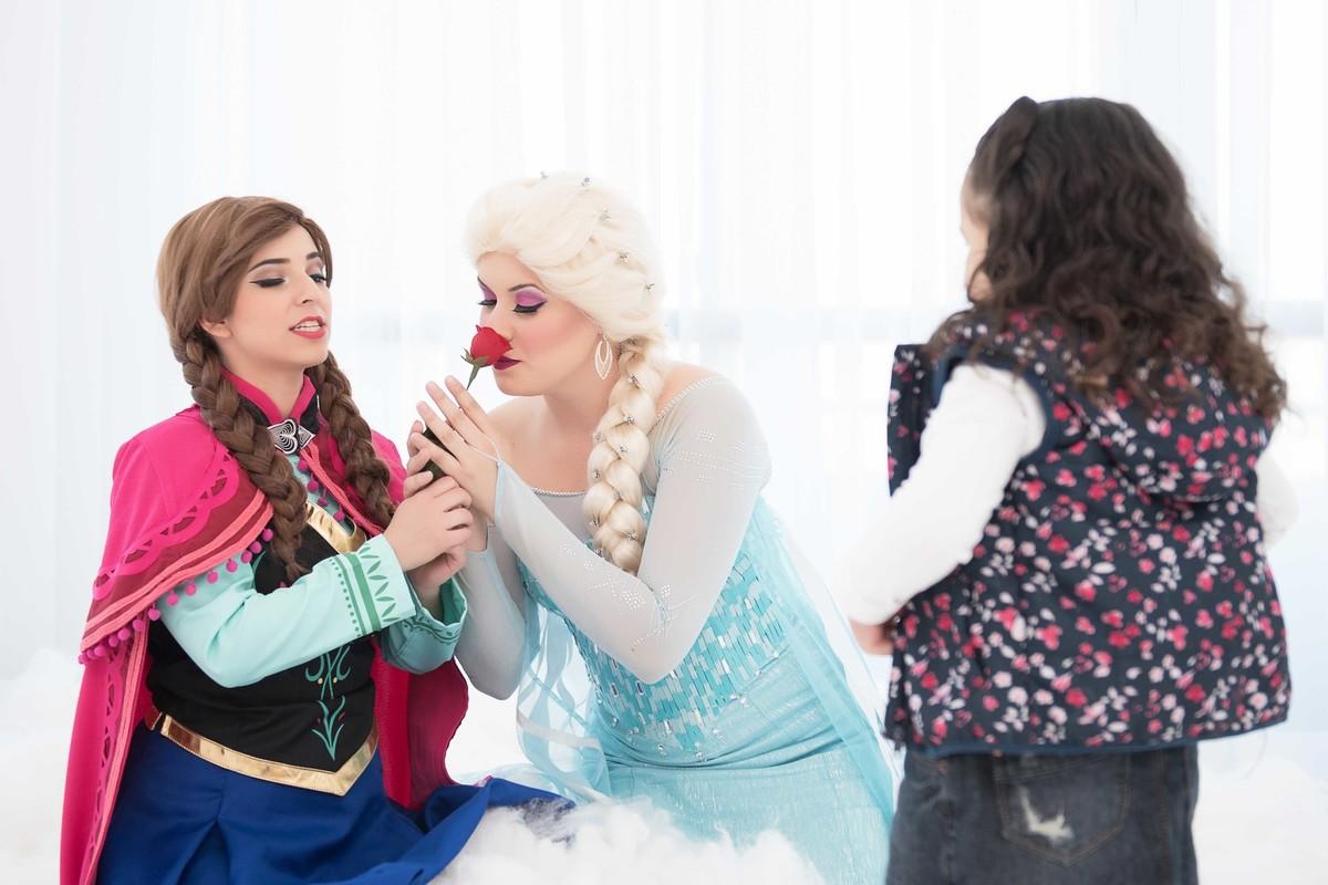 Ensaio fotográfico princesas - elsa e ana - Estúdio - neve - nuvemEnsaio fotográfico princesas - elsa e ana - Estúdio - neve - nuvemEnsaio fotográfico princesas - elsa e ana - Estúdio - neve - nuvem