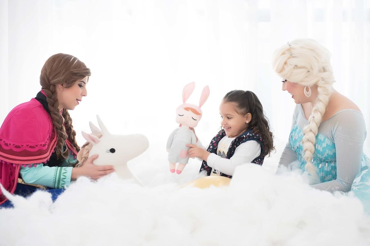 Ensaio fotográfico princesas - elsa e ana - Estúdio - neve - nuvem - unicórnio