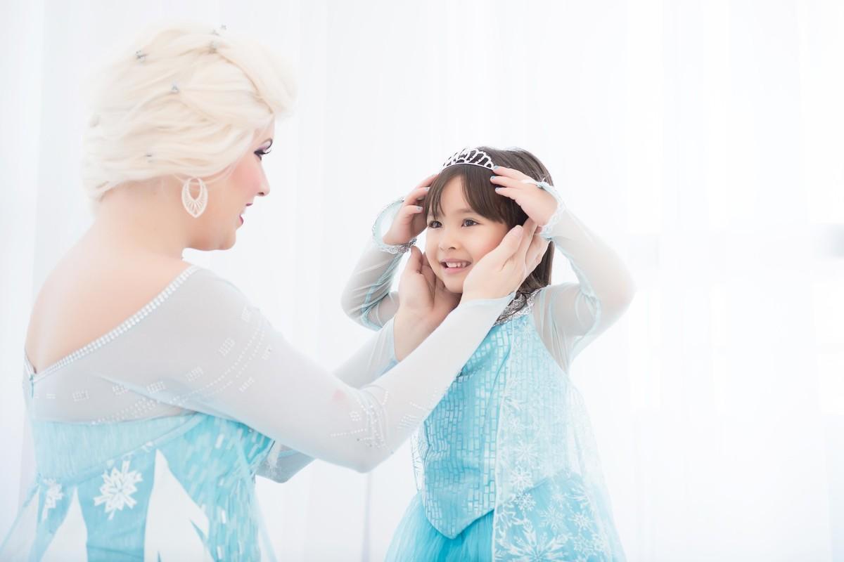 Ensaio fotográfico princesas - elsa e ana - Estúdio - neve - nuvem - cora