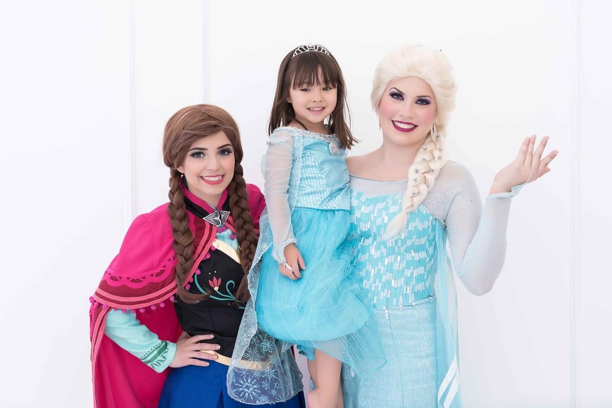 Ensaio fotográfico princesas - elsa e ana - Estúdio - neve - nuvem - pose