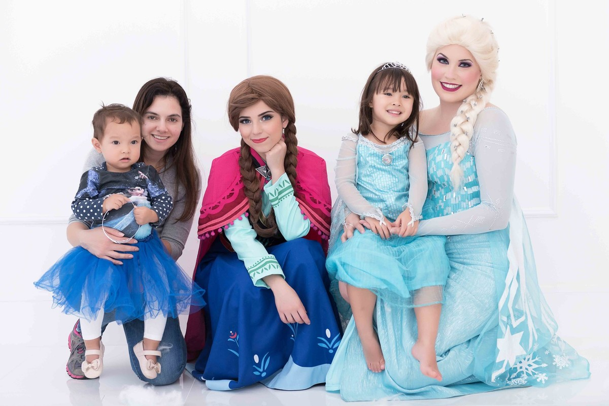 Ensaio fotográfico princesas - elsa e ana - Estúdio - neve - nuvem - família