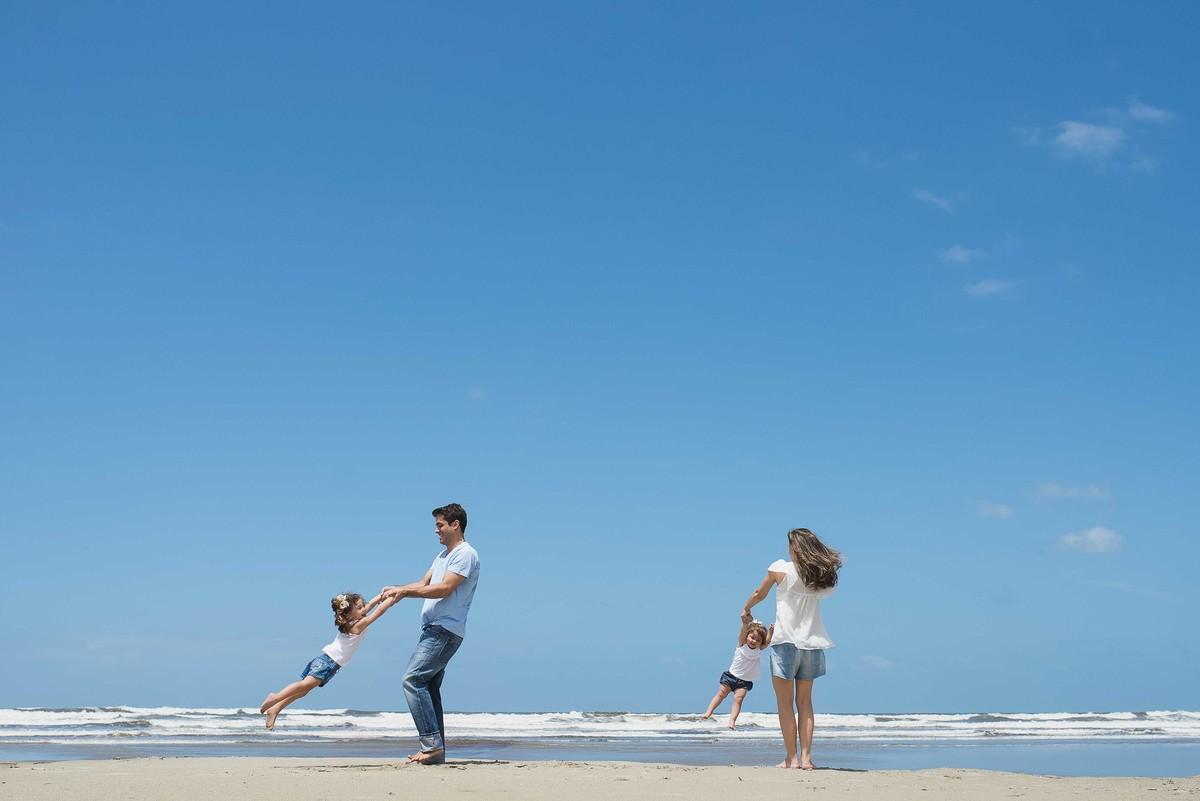 Ensaio Estúdio Life Familia - ensaio fotográfico família - praia - céu