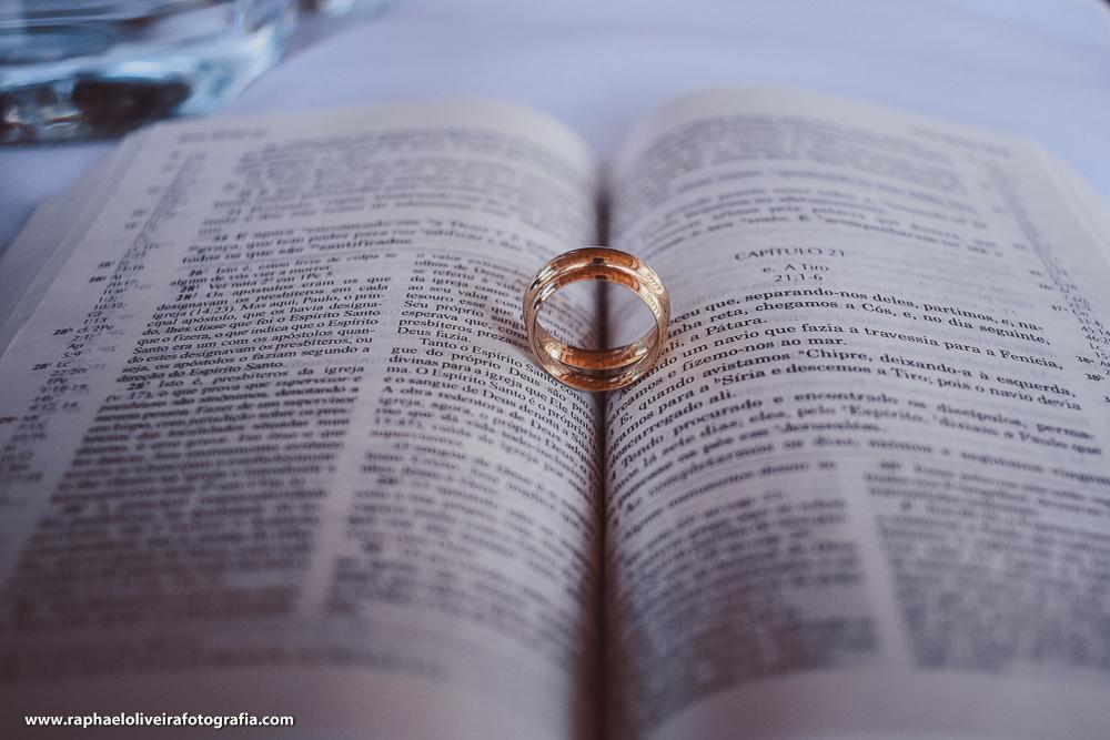 Bíblia e aliança dos noivos