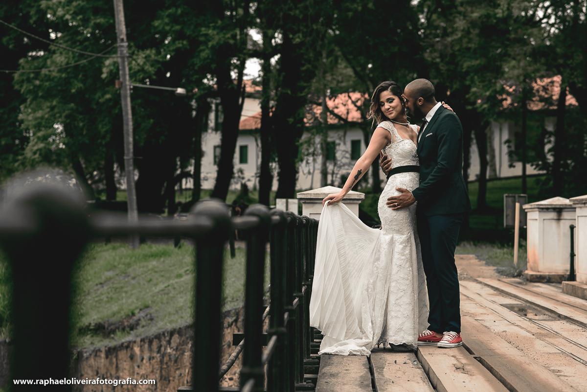 casal na ponte, ensaio de casal na fazenda ipanema em ipero, raphael oliveira fotografia.