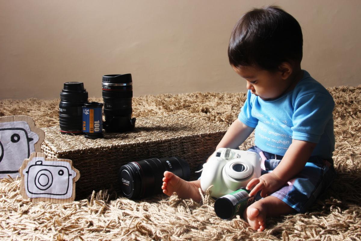 Fotografia de bebe em belo horizonte, bebê, roupa de sapo, ivna sá produção fotográfica, ivna sá fotografia, fotos de bebê em estúdio, maquina fotográfica, menino, ensaio de bebê
