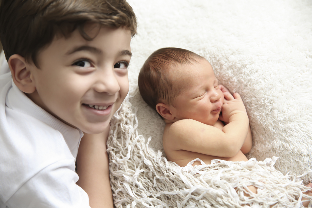 Fotos newborn em belo horizonte, newborn em bh, ivna sá produção fotográfica, ivna sá fotografia, newborn em estúdio, ivna sá,  fotos de família, foto com irmãos, newborn