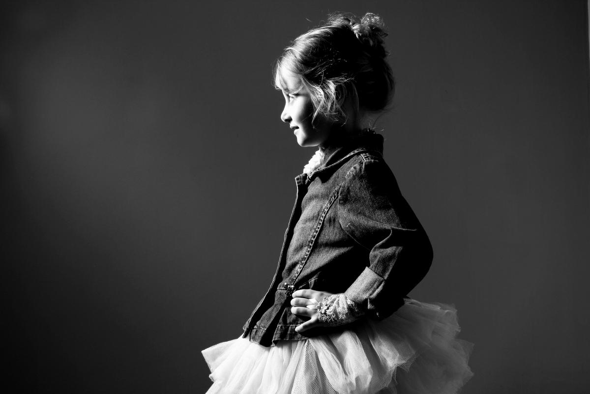 fotos de menina em estúdio, fotos de menina com roupa xadres, fotos de menina bailarina, fotos de menina, ivna sá produção fotográfica, ivna sá fotografia, estúdio ivna sá