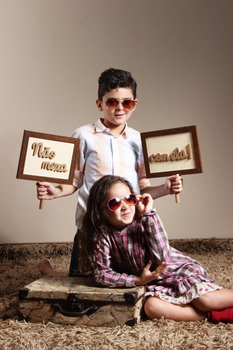fotos de irmãos em estúdio, ivna sá produção fotográfica em belo horizonte, ivna sá fotografia, estúdio ivna sá, book de irmãos, ensaio fotográfico de irmãos em bh, irm&at