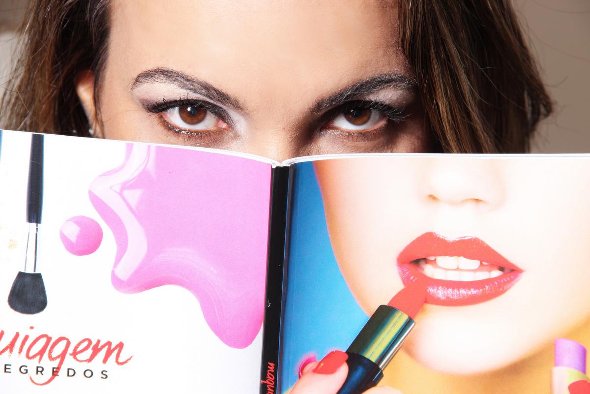 Book de mulher, belo horizonte, foto em estúdio, fotos de mulher, beleza, vida, ivna sá, ispm, ivna sá para mulheres, ivna sá, mulheres, bh, profissão, maquiadora