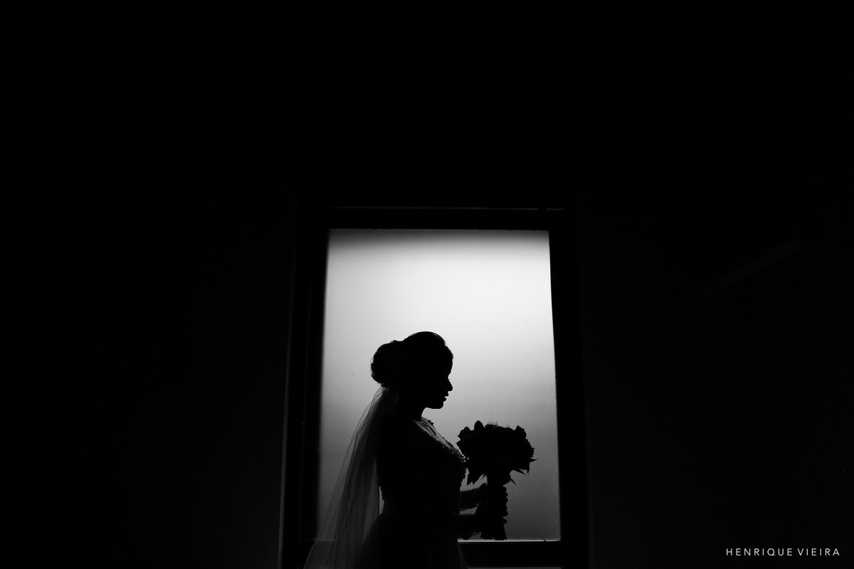 um belo contra luz, noiva Isabella, fotógrafo Henrique Vieira