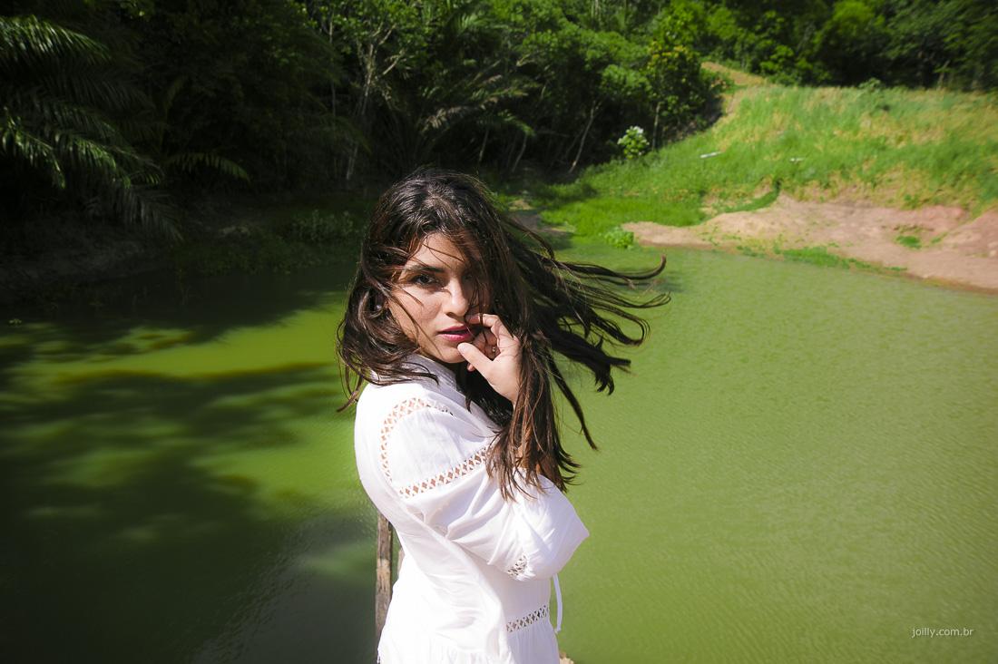 alessandra posa para joilly em ensaio frente ao lago feira de santana