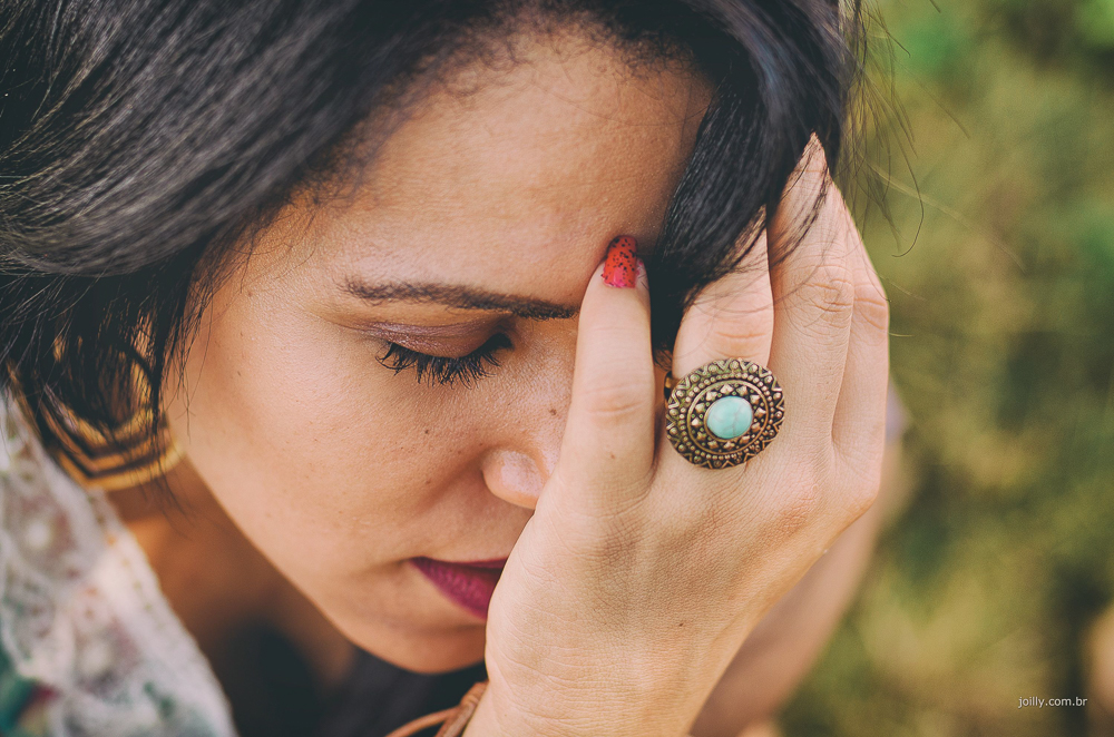 modelo olhos fechados anel com ´pedra azul