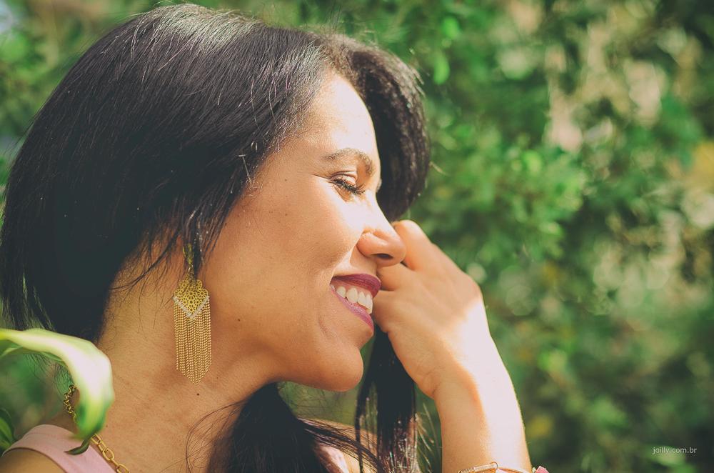 sorriso lindo de perfil