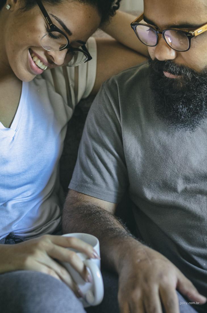 sorrisos e intimidade lindo casal