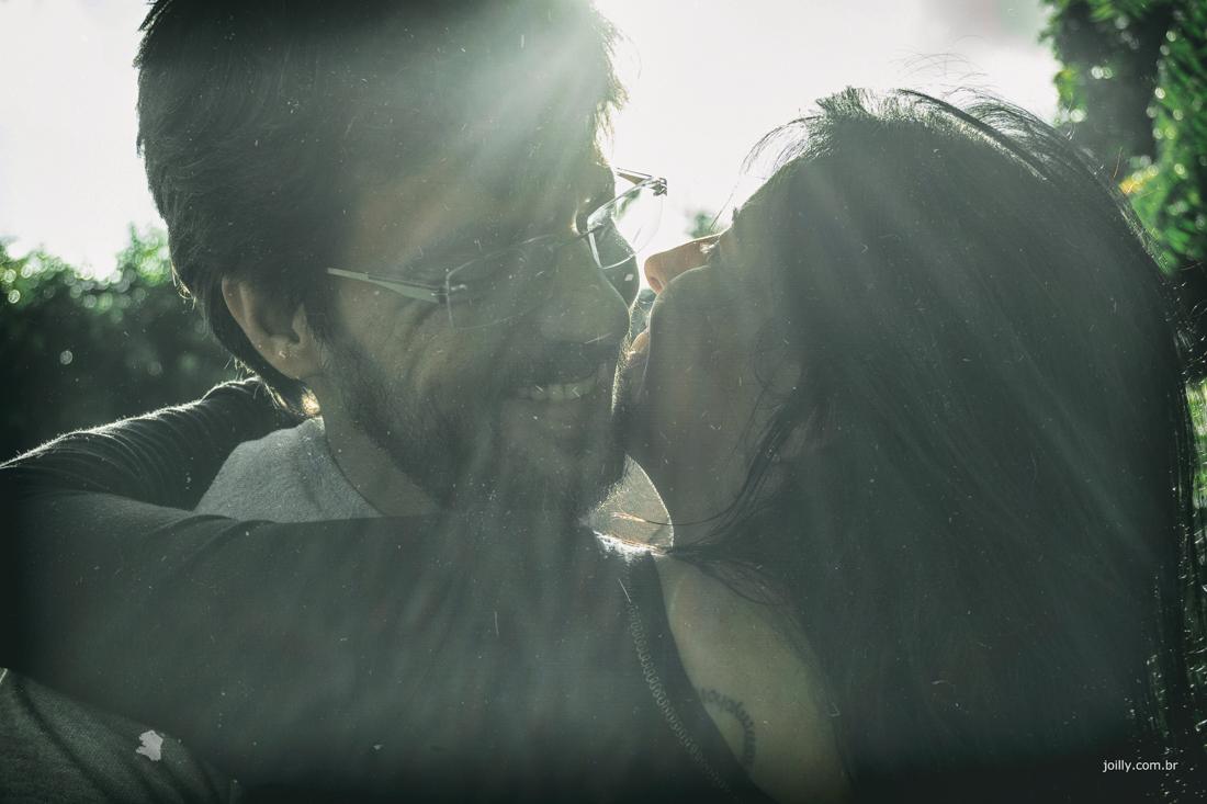 sol ilumina a felicidade do casal