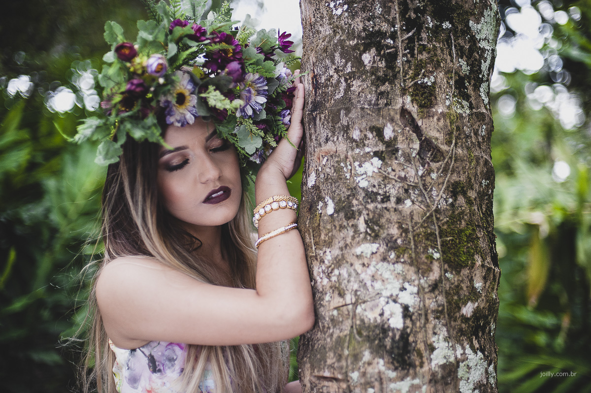 coroa de flores usada no ensaio de 15 anos em feira de santana bahia fotografia de rick joilly