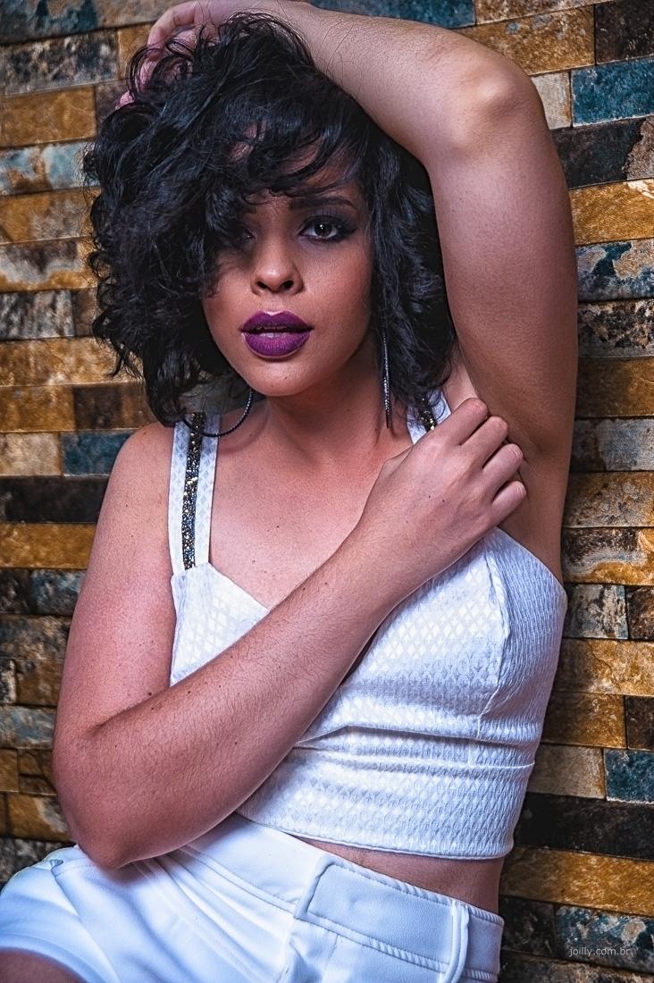 sensualidade e beleza em editorial de moda por rick joilly