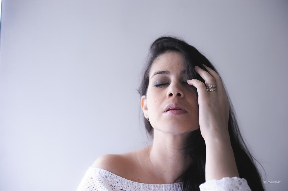 paz mulher com os olhos fechados
