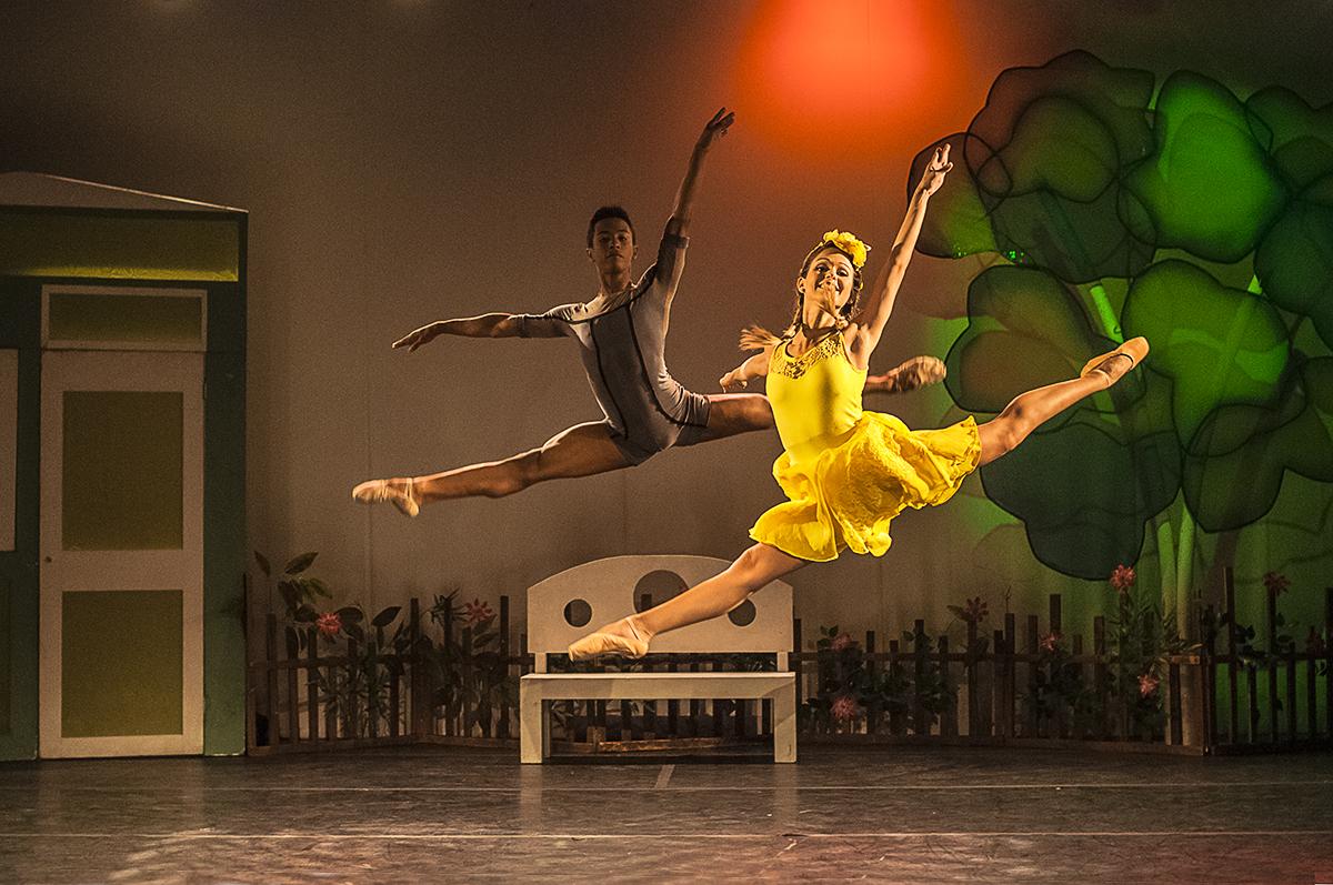 Capelzinho amarelo (Cia. Dançar a vida Petite Danse)