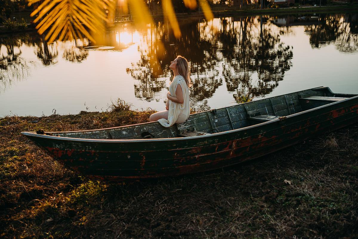 ensaio de gestante lindo e delicado que parece pintura fotografado por Tati Itat