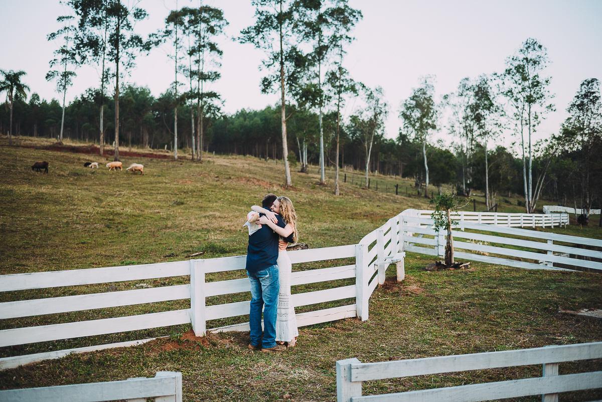 Namorada prepara surpresa ao namorado durante ensaio fotográfico no Vale do Taquari