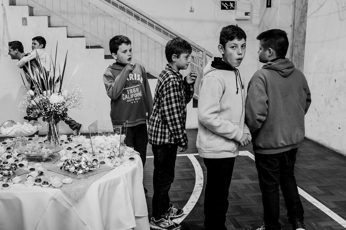Momento de flagra entre crianças durante festa infantil no interior do RS