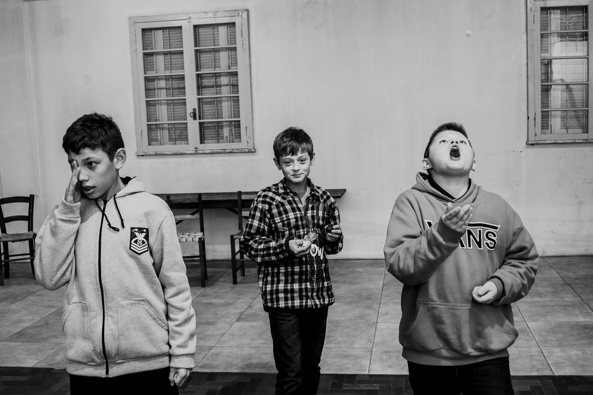 fotógrafa brasileira flagra brincadeira de crianças com balas de goma