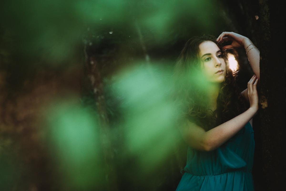 Ensaio feminino que reflete a beleza da alma fotografado na cascata Santa Rita em Estrela.